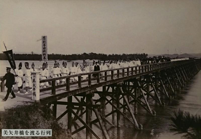 2018.6.3 中島おたうえまつり (12) 悠紀のさと - 美矢井橋をわたる行列 1180-820