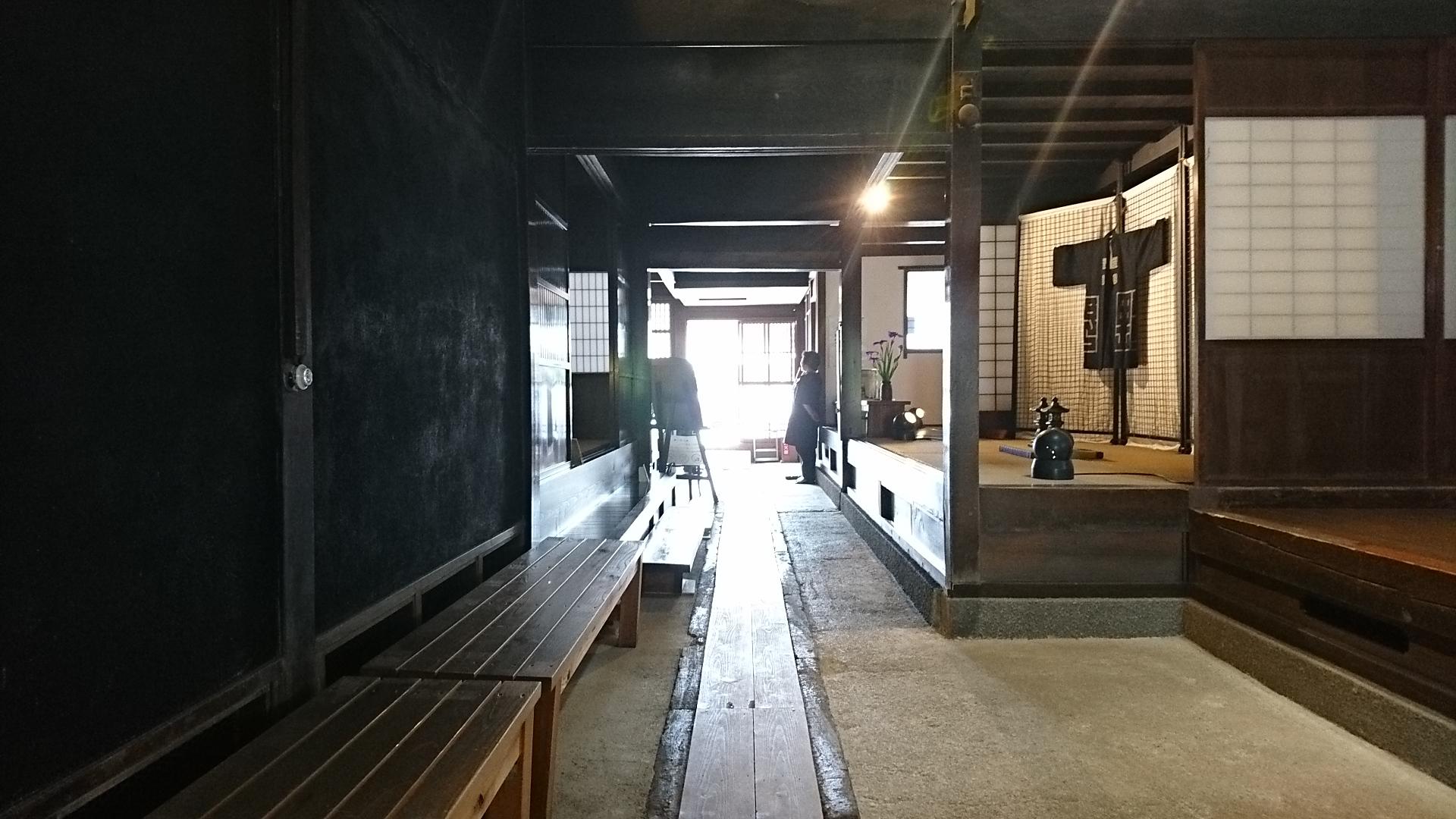 2018.6.7 みたけ (91あ) 商家竹屋 - どまから玄関をみる 1920-1080