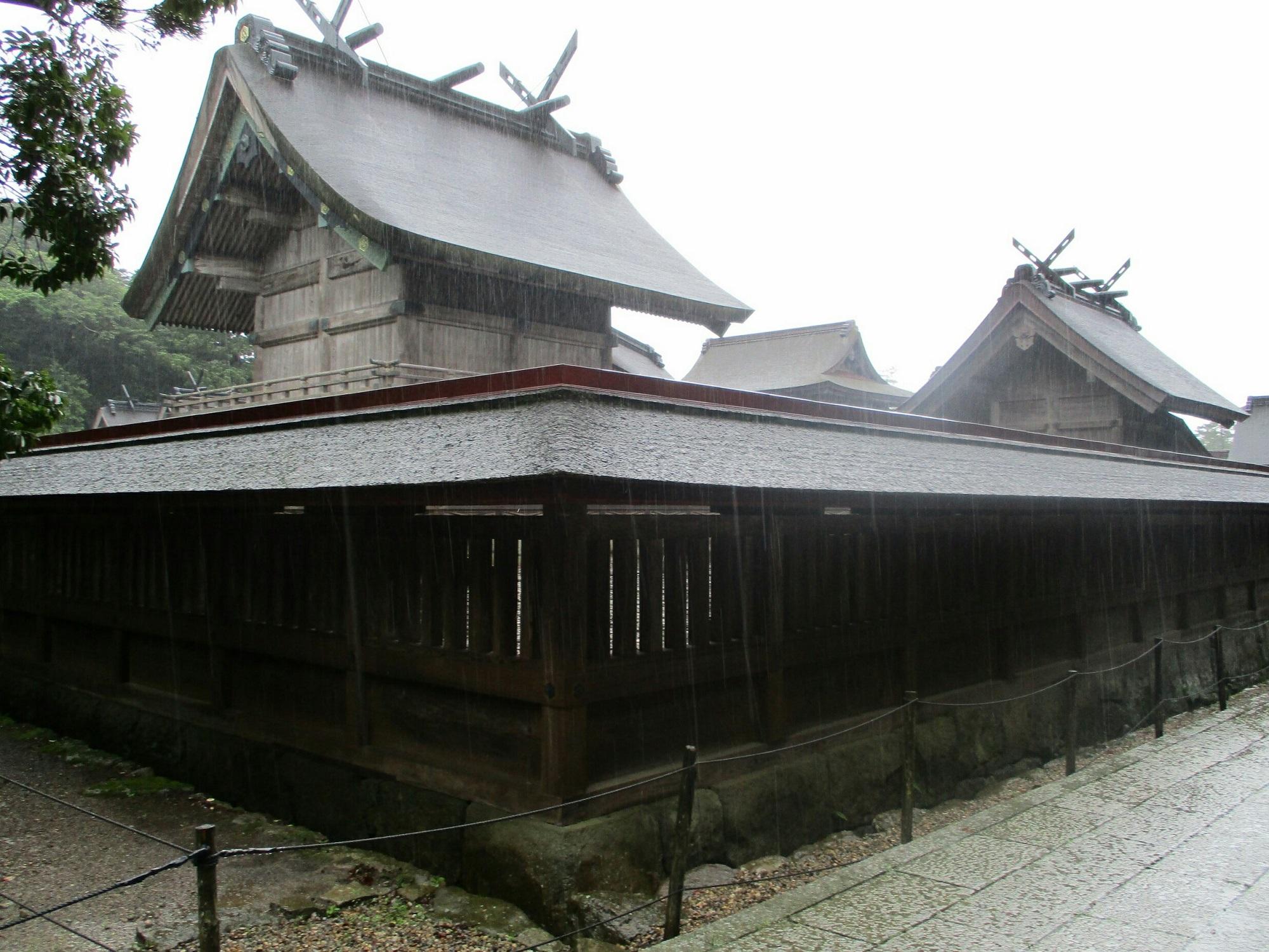 2018.7.6 (113) 出雲大社 - 本殿、筑紫社 2000-1500