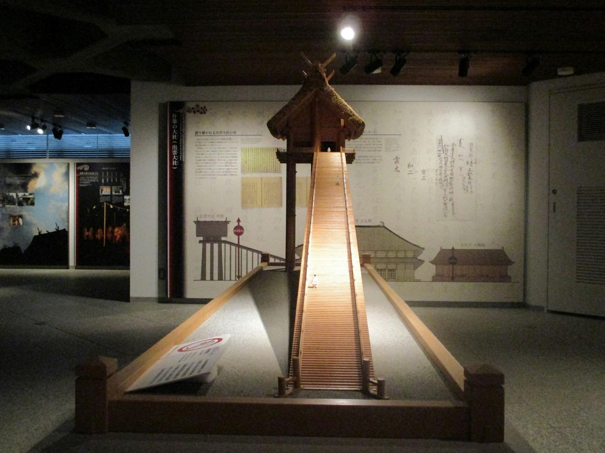 2018.7.6 (117) 出雲大社宝物殿 - 本殿の模型 2000-1500
