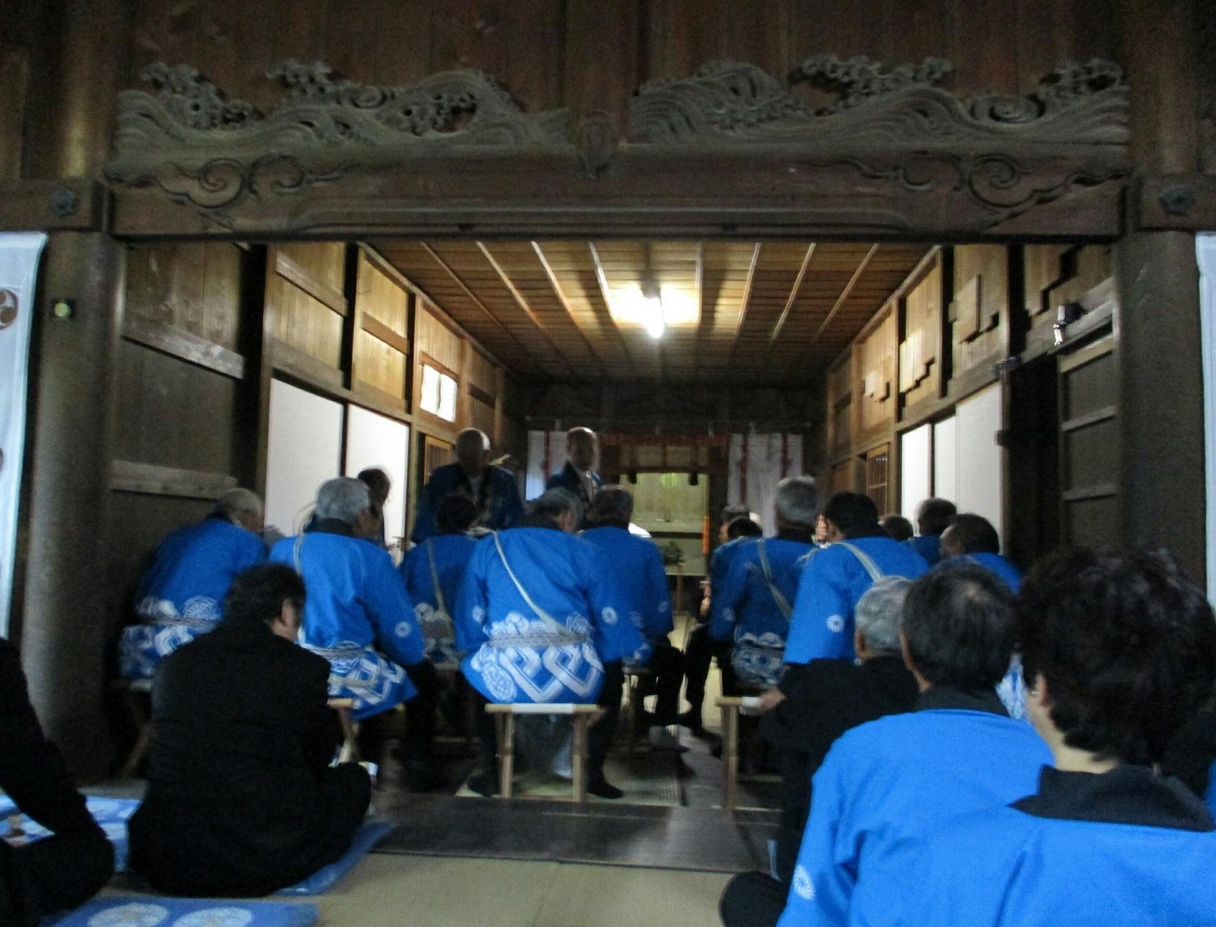 2018.7.8 古井神社かり遷座祭 (3) 渡殿からおくに本殿 1770-1350