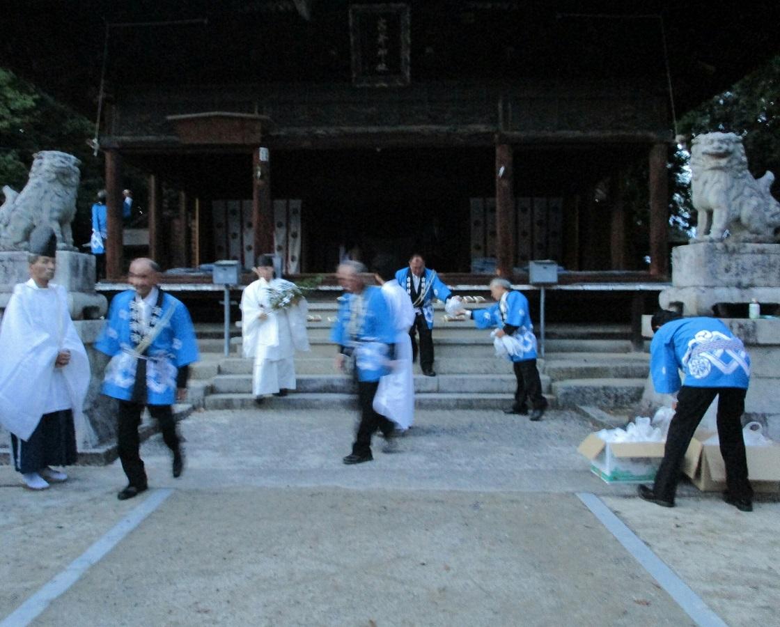 2018.7.8 古井神社かり遷座祭 (6) 本殿での儀式終了 1120-900