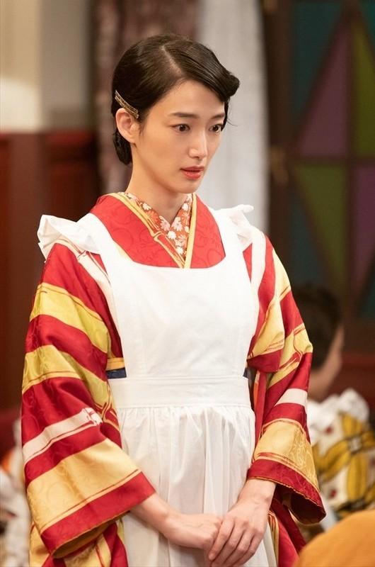 『エール』でカフェーの女給を演じる入山法子さん (2) 610-920