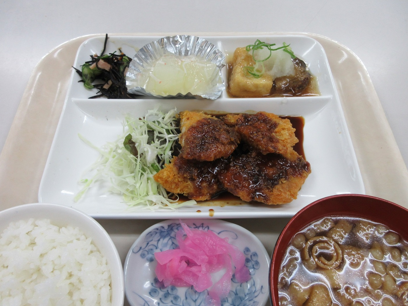 2020.8.24 (1) 六ツ美食堂 - チキンカツ定食 1400-1050