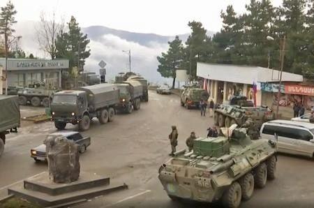 ラチン回廊を警備するロシア軍の平和維持部隊(ちゅうにち) 450-298