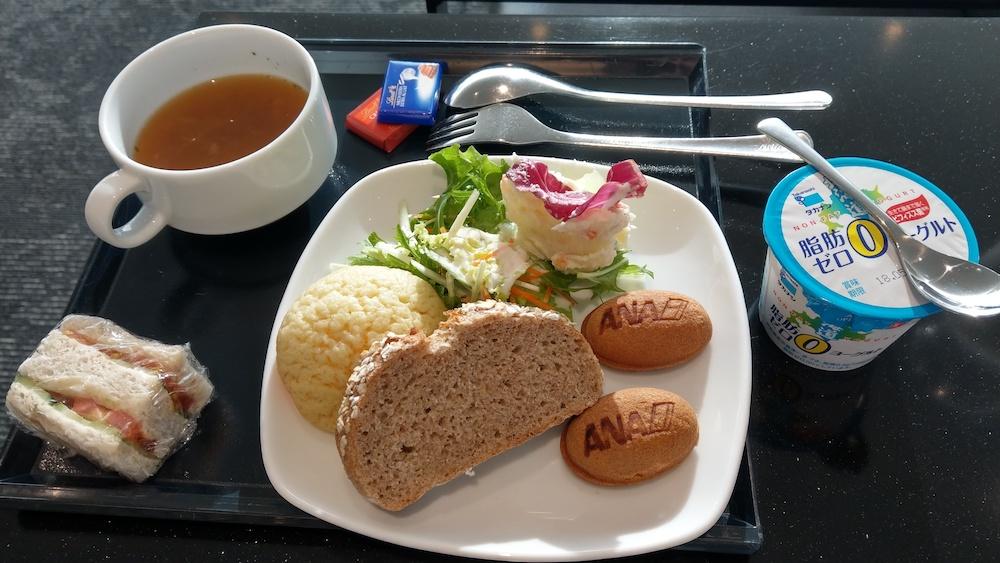 ANAラウンジで朝食