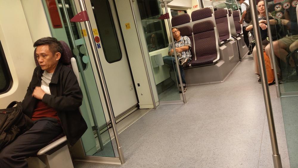 KLIA2に向かう電車の中