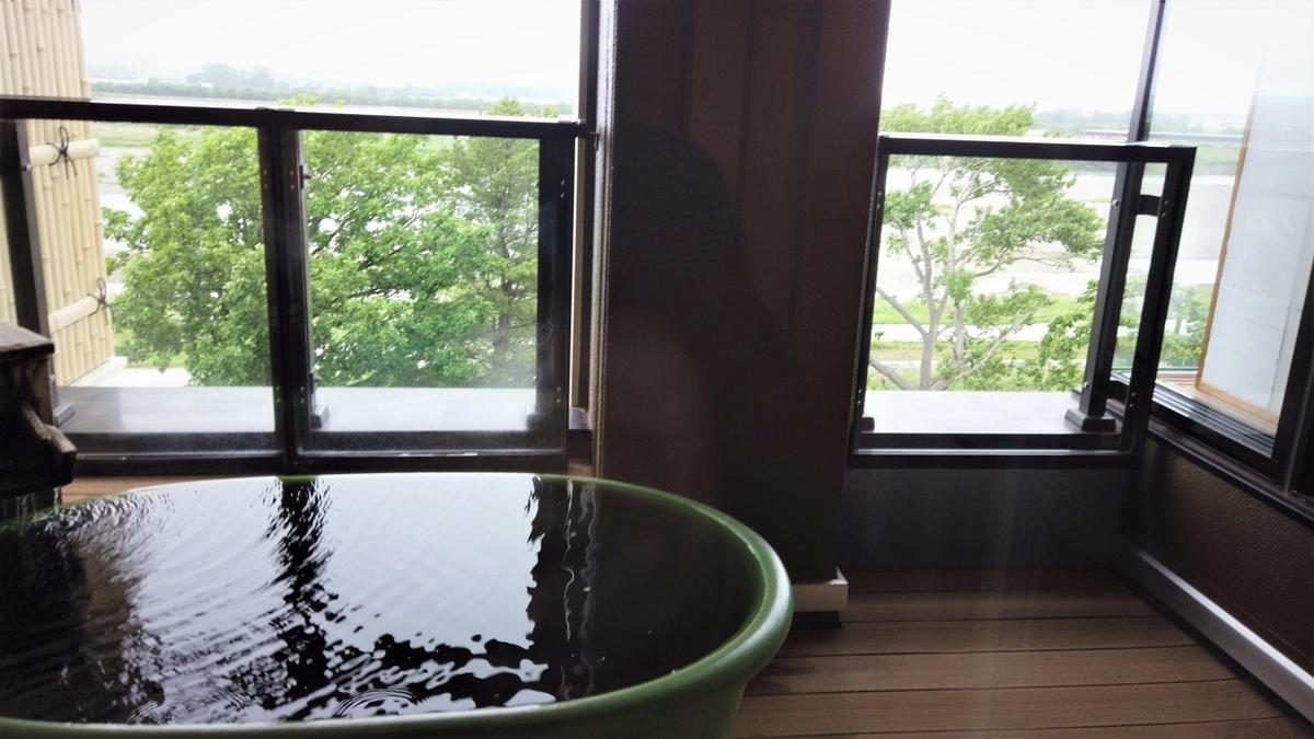 観月苑の部屋の露天風呂