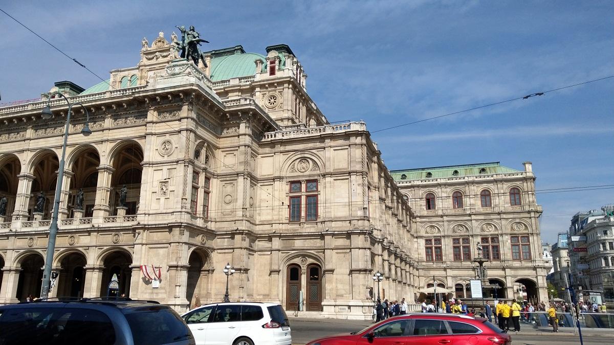 マイルを貯めて一人旅|ウィーンのオペラ座