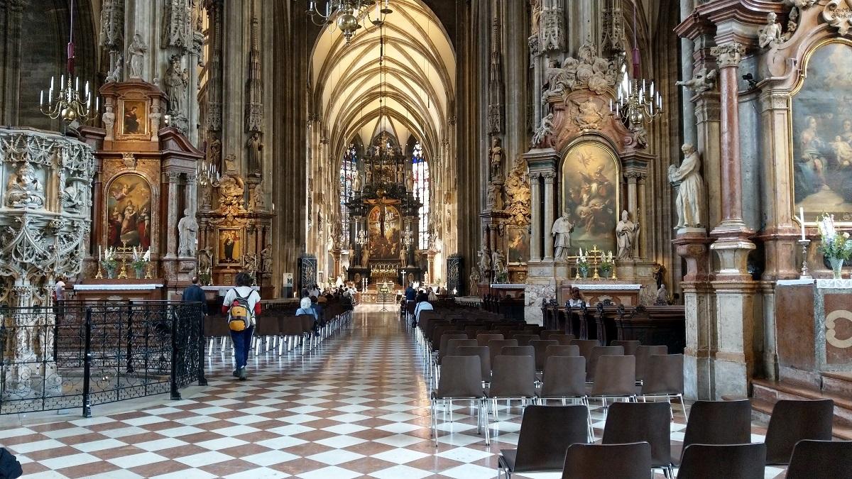 マイルを貯めて一人旅|ウィーンのシュテファン大聖堂