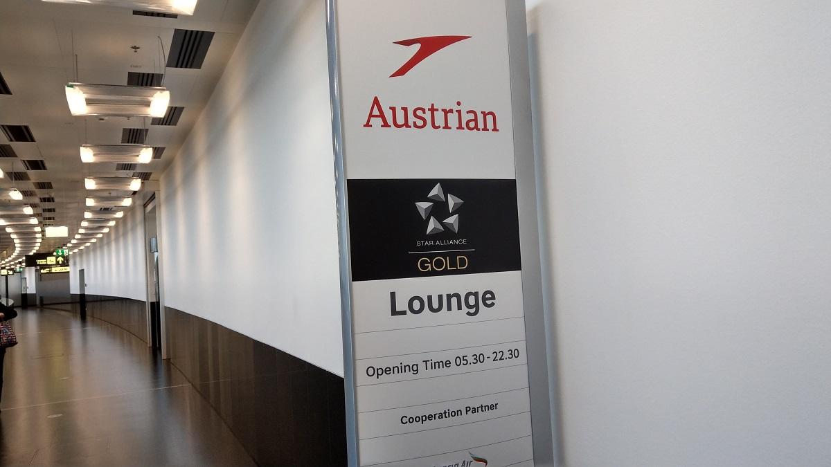 マイルを貯めて一人旅|ウィーン空港のラウンジの看板