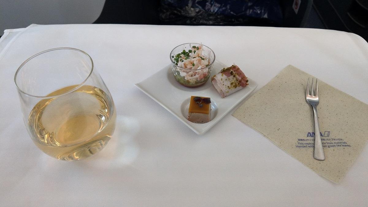 マイルを貯めて一人旅|ANAビジネスクラスでの食事