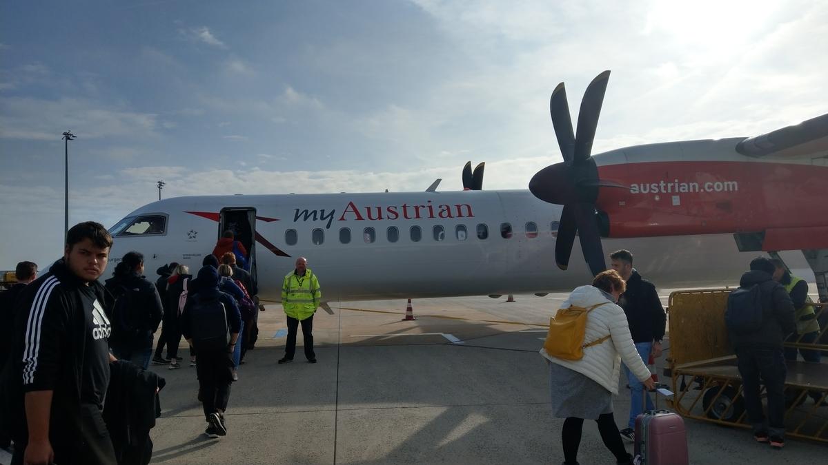 マイルを貯めて一人旅|ウィーンからブダペストへ向かうプロペラ機