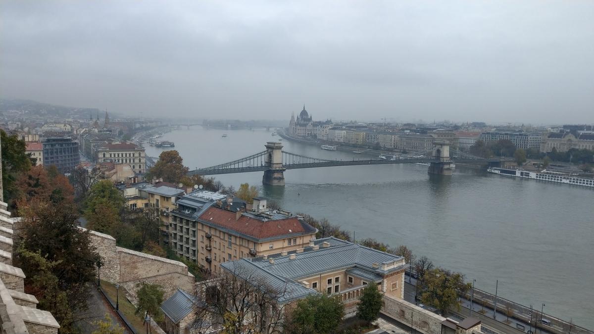マイルを貯めて一人旅|王宮の丘から見下ろす市内