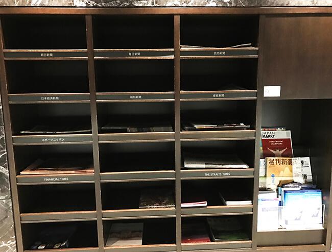 雑誌と新聞などマガジンコーナー