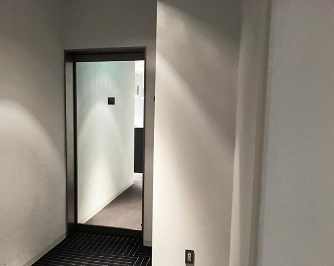 シャワールームの入り口