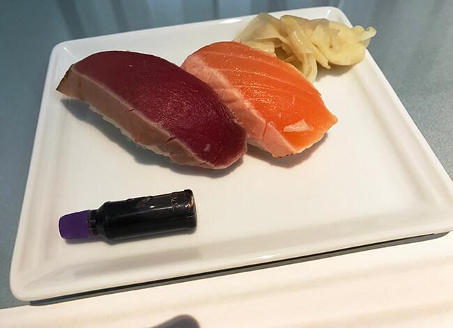 寿司バーのお寿司・マグロとサーモン