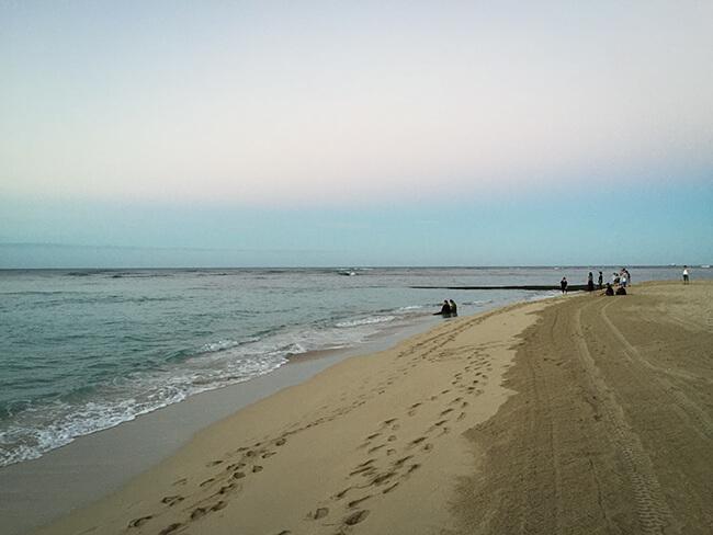 ワイキキビーチnワイキキビーチの砂浜整地