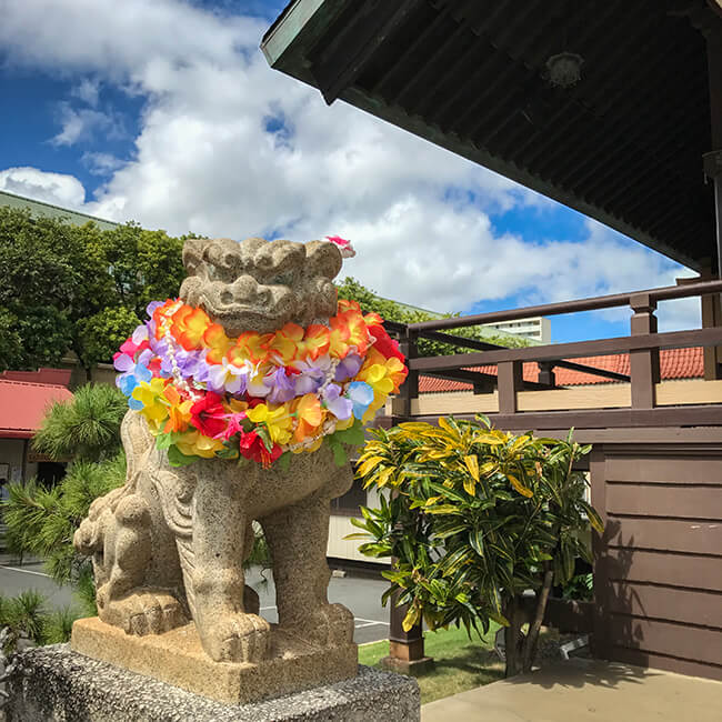 ハワイ出雲大社のアロハな狛犬
