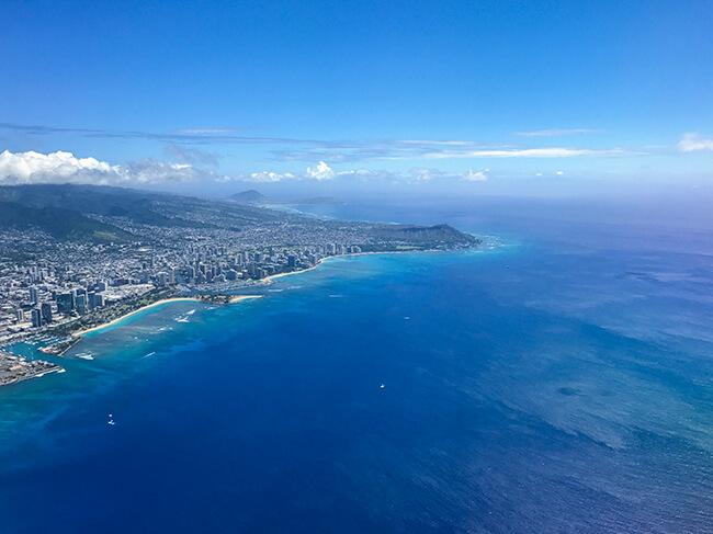 ハワイ・オアフ島上空からの景色