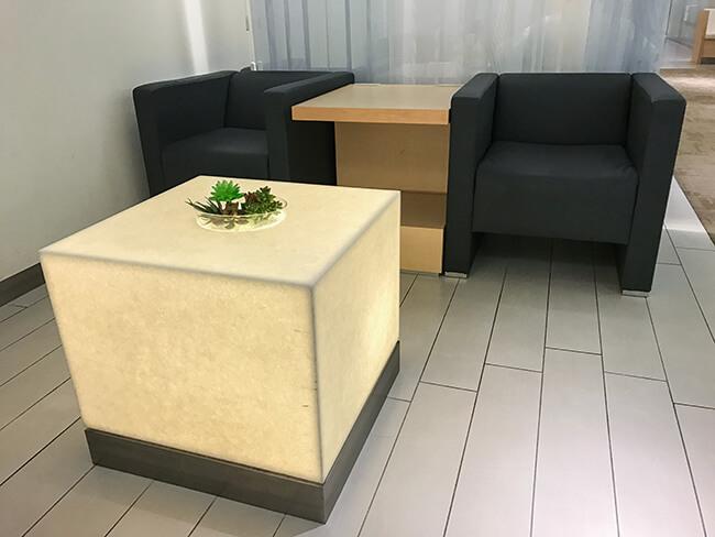 アライバルラウンジのソファースペース