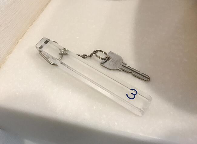 シャワールームのカギ