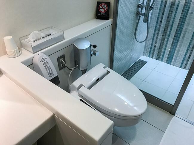 シャワールームのトイレ