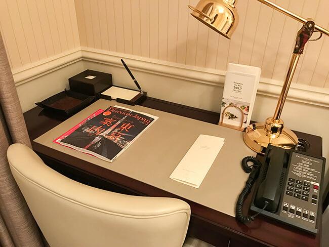 東京ステーションホテル・部屋のデスクスペース