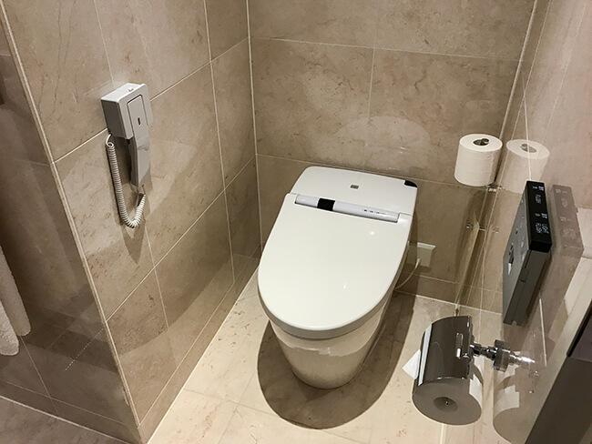 トイレはバスルーム内