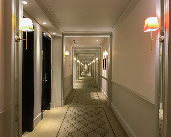 東京ステーションホテルの長い廊下