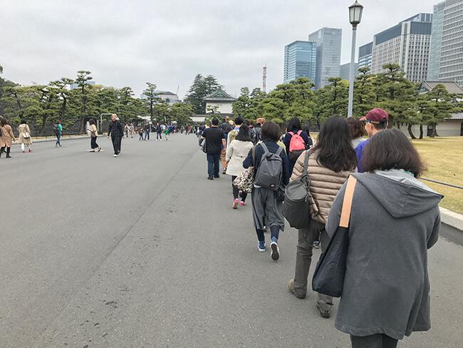 皇居見学ツアー・待機列