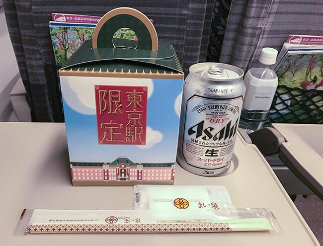 新幹線・まい泉のお弁当とビール
