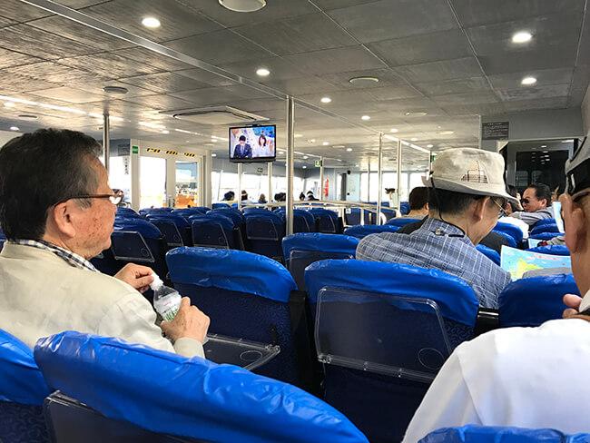 大原港への船内