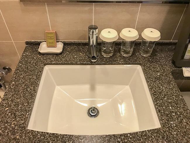 シンプルな洗面台周り