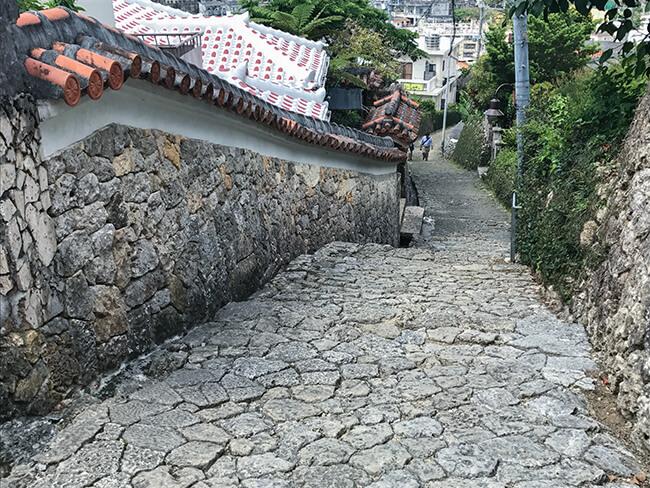 非常に急な坂道