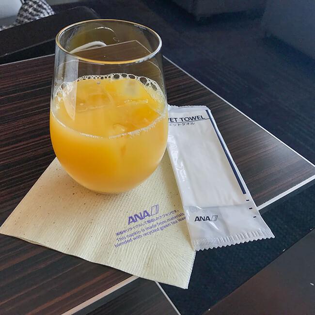 那覇空港anaラウンジ・オレンジジュース