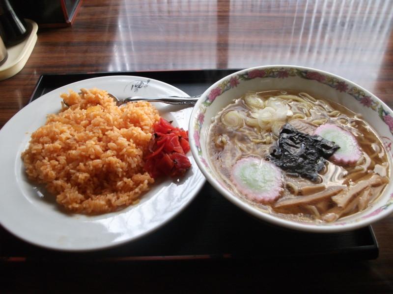 14:03 ゆりや食堂 ラーメン430円+チキンライス450円