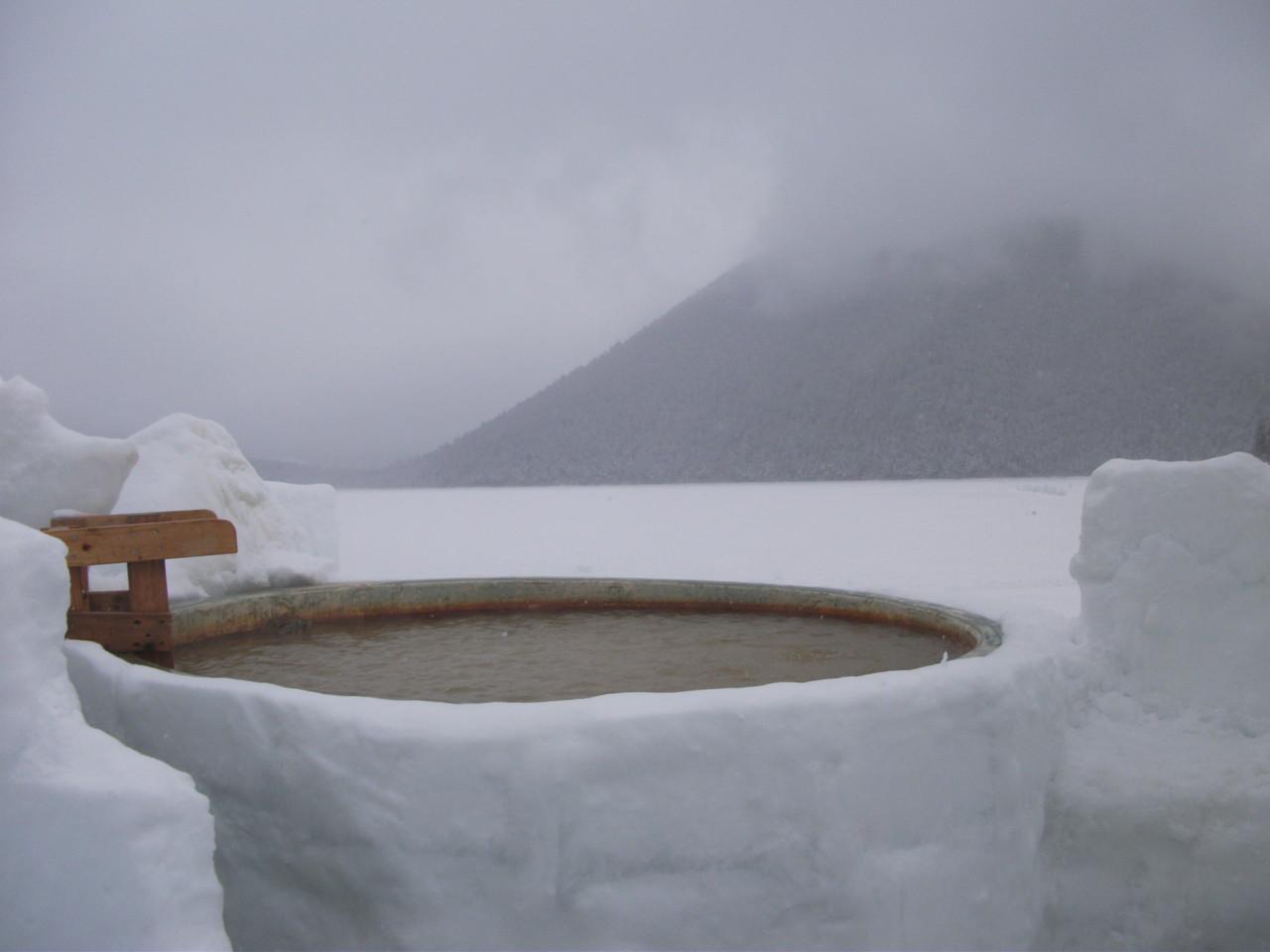 12:54 氷上露天風呂浴槽