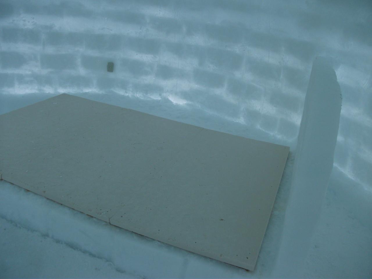13:34 アイスホテル 氷のベッド