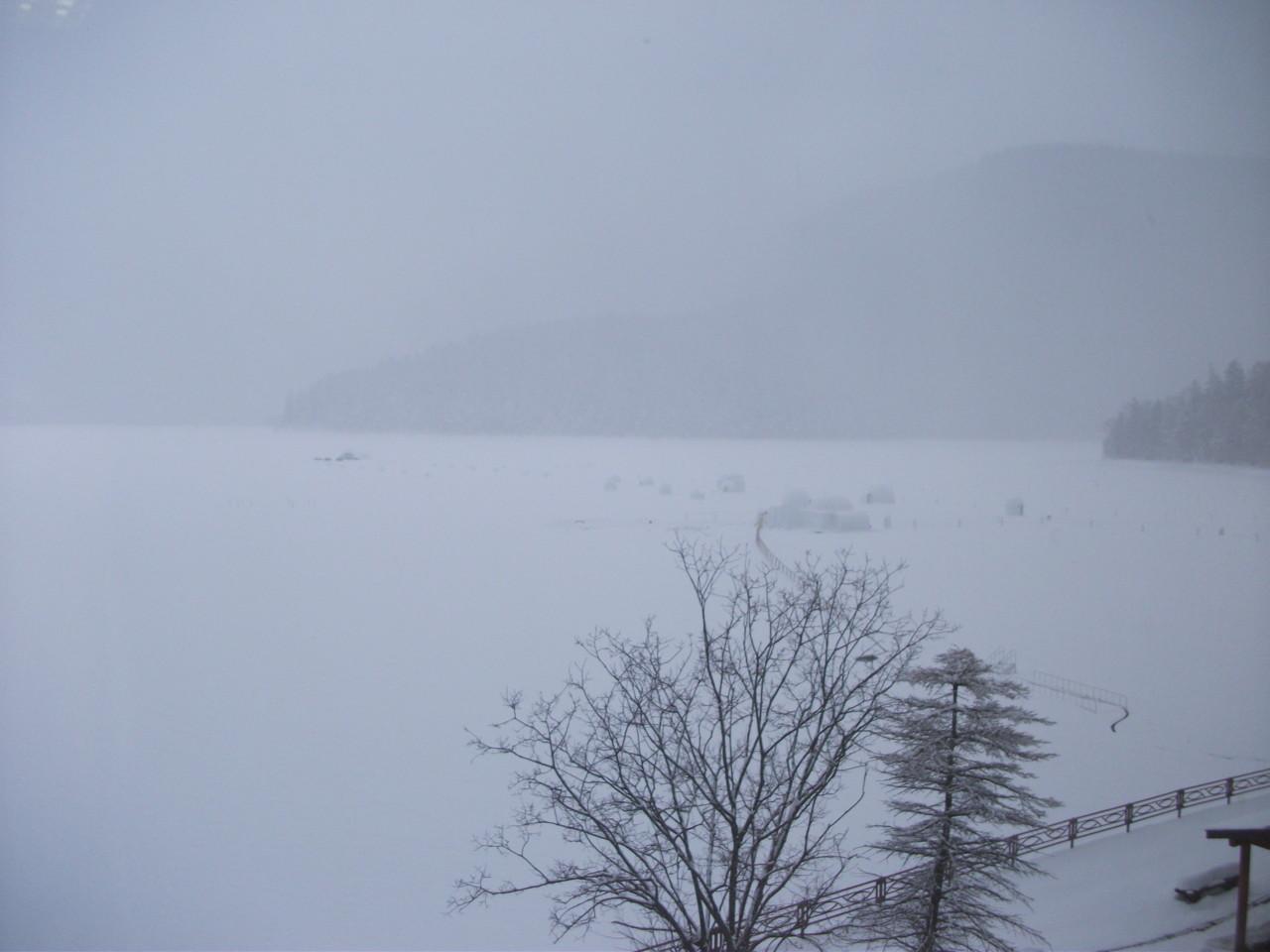 14:18 部屋から見た然別湖
