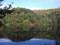 半月湖に映る紅葉
