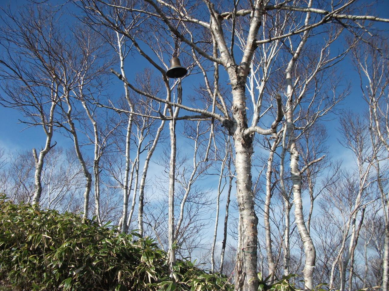 カムイヌプリ山頂の鐘