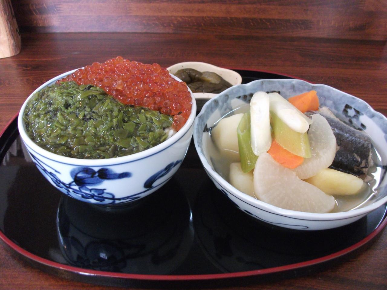 一休 いくら・めかぶ2色丼+三平汁