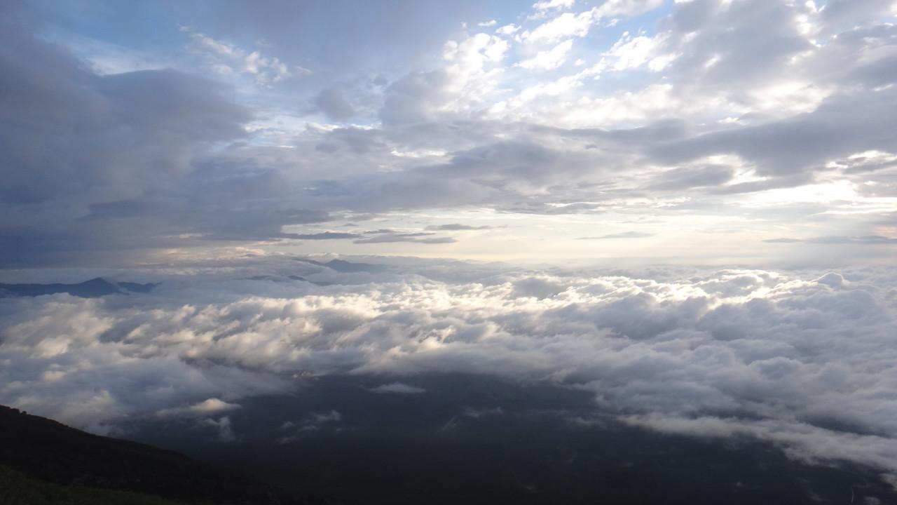 七合目から見る雲海・2