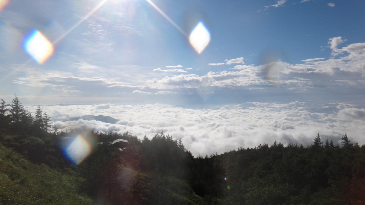 登山口駐車場から見る雲海・1