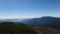 左に糠平湖、右にウペペサンケ山