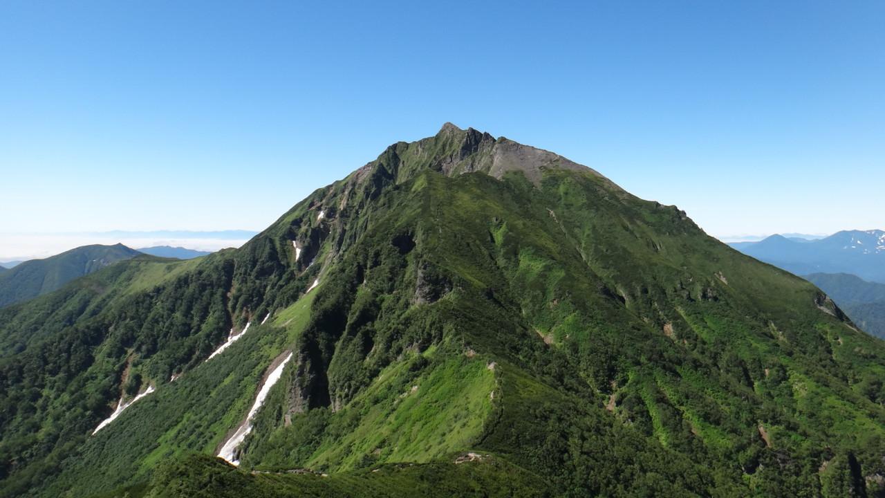 天狗岳下りから見るニペソツ山