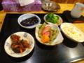 [室蘭][食堂][定食] 小梅 定食にセットで出てくる小鉢の群れ