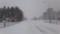 猛吹雪の中6.6kmを歩み出す