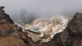 [上富良野][富良野岳][上ホロカメットク山] 上ホロ山頂直下から安政火口を見下ろす